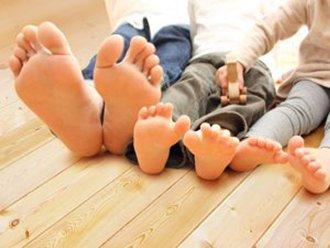 素足で快適な床イメージ