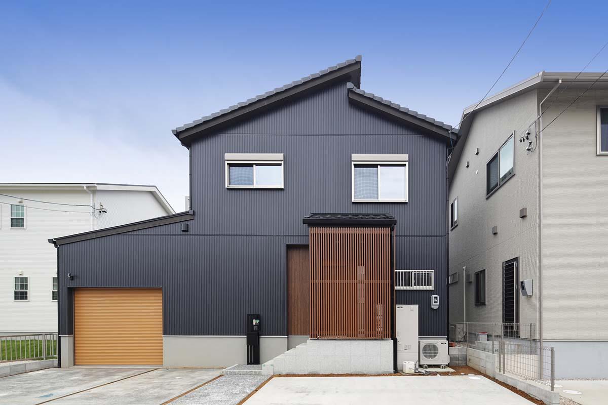 シンプルモダン 倉庫とつながる無垢デザイン住宅