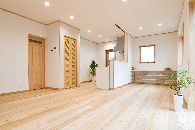 白を基調にした自然素材の温かい家