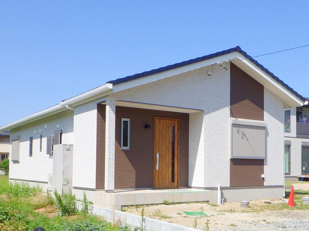 奥様こだわりの収納たっぷり!木のぬくもり溢れる30代で建てた自然素材平屋のお家