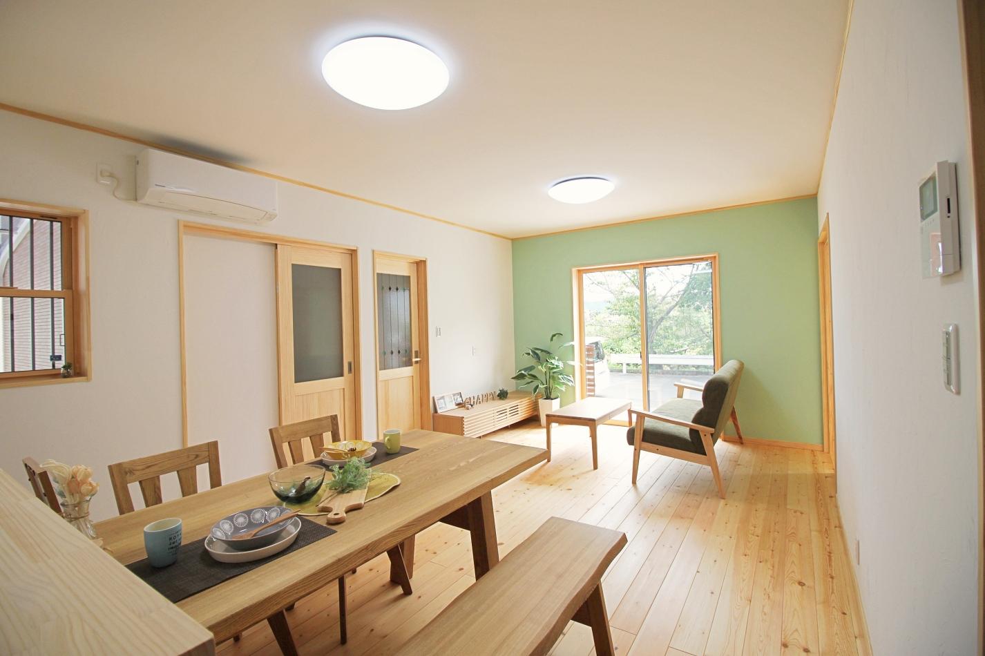カラーの塗り壁がアクセントになるシンプルなお家