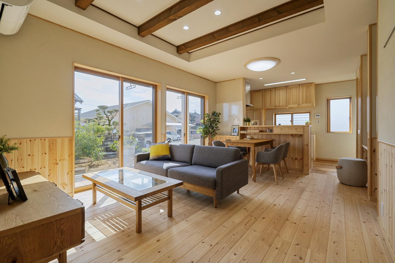 珪藻土塗りで快適/造作収納まで無垢にこだわった自然素材の家
