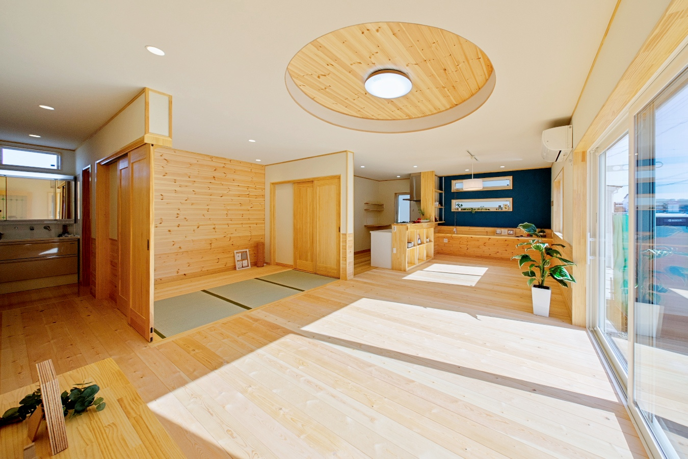 丸型掘り上げ天井がおしゃれ!わんちゃんと住む、木のぬくもりたっぷり自然素材の平屋